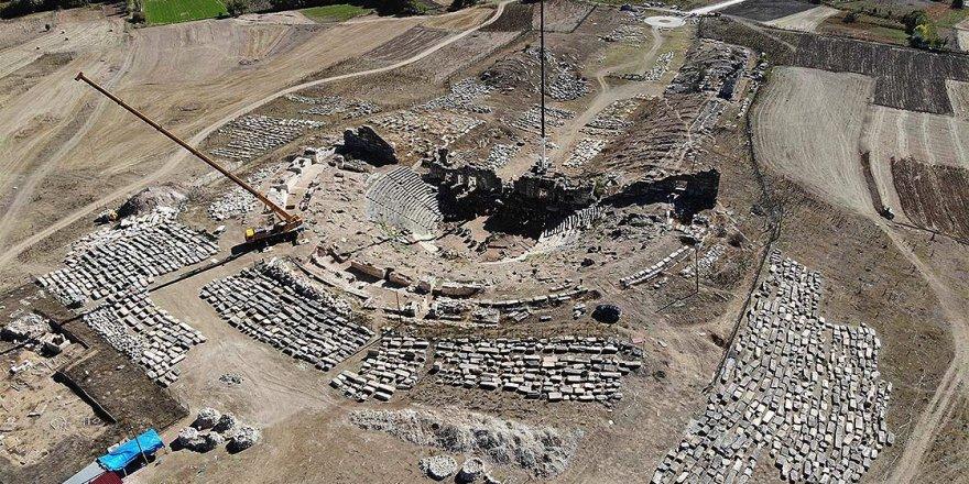 Aizanoi Antik Kenti'nin tiyatrosunda eseri inşa eden taş ustalarına da loca ayrılmış