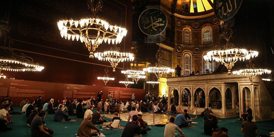 Ayasofya Camii'nde 86 yıl sonra ilk 'Mevlid Kandili'