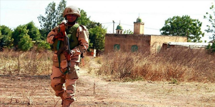Nijerya'da camiyi basan silahlı grup 17 kişiyi kaçırdı
