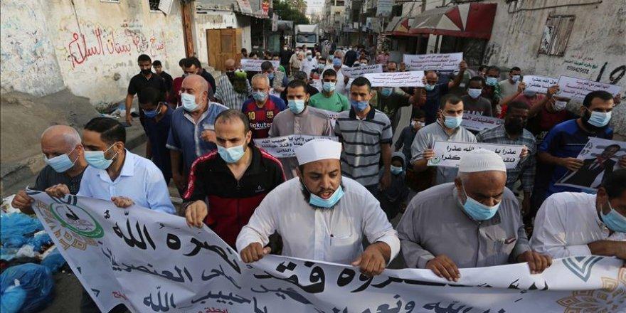 Gazze'de Fransa Cumhurbaşkanı Macron'un İslam karşıtı tutumu protesto edildi