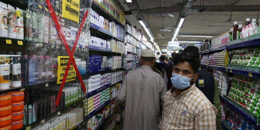 Pakistan'da marketlerde Fransız ürünleri boykot ediliyor