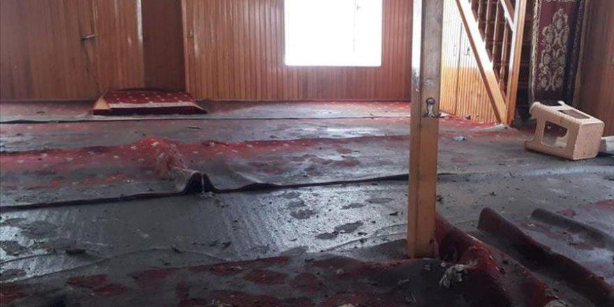 İzmir'deki depremin ardından Seferihisar'daki taşkın Sığacık Camisi'ne de zarar verdi