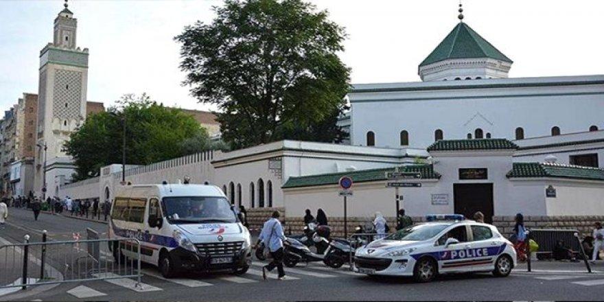 Fransa Cumhurbaşkanı Macron'dan Paris Camisi'ne sessiz ziyaret