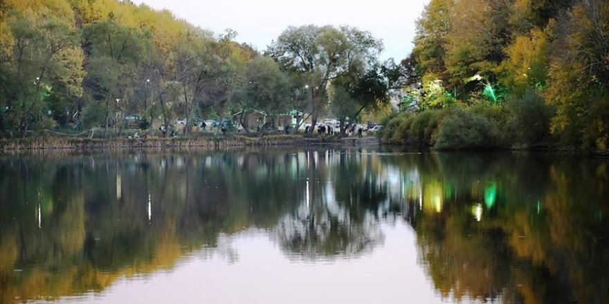 Çubuk Karagöl sonbaharda ziyaretçi akınına uğruyor