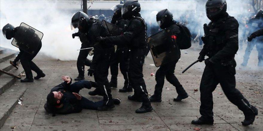 Paris'te sığınmacıların tahliyesinde şiddet uygulayan polislere görevden uzaklaştırma cezası
