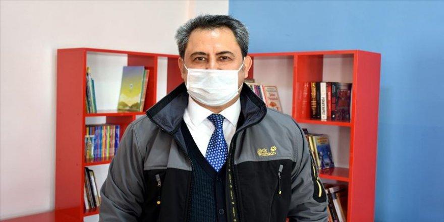 Fizik profesörü hayatını köy çocuklarının geleceği ve eğitimine adadı