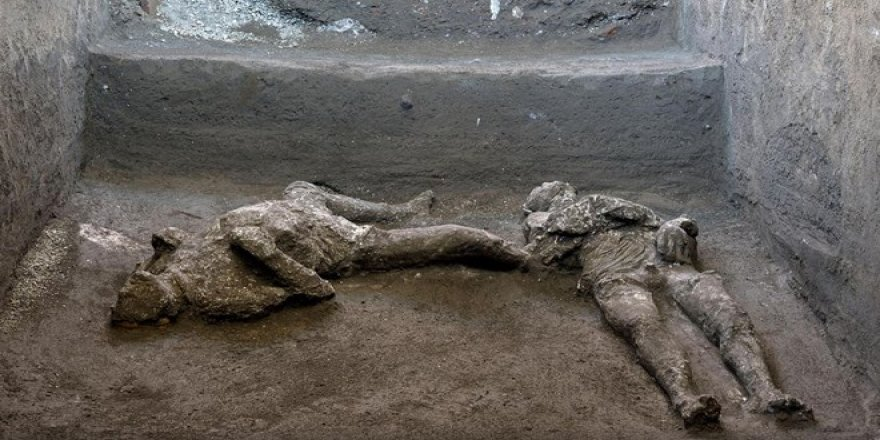 Yüzyıllar önce Pompei'de taşlaşan iki insan daha bulundu