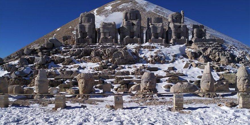 Nemrut Dağı beyaza büründü