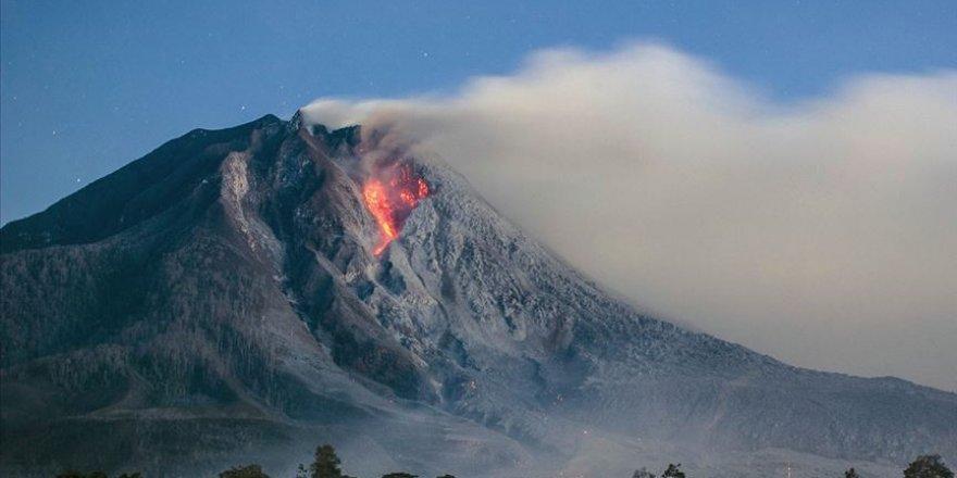 Endonezya'daki Ili Lewotolok Yanardağı'nda art arda patlama