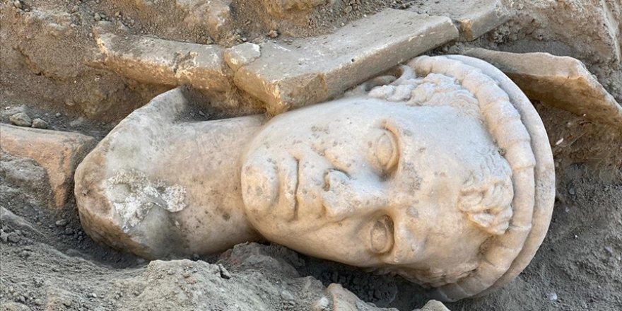 Denizli'deki Laodikya Antik Kenti'nde 2 bin yıllık rahip başı heykeli bulundu
