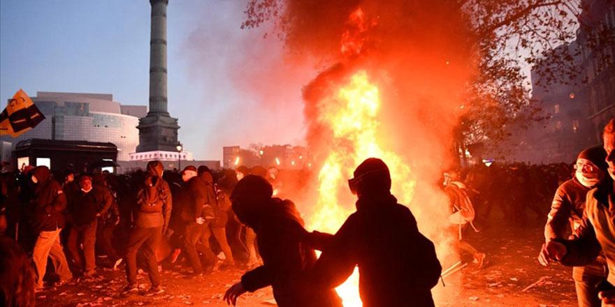 Fransa yanıyor, Macron zorda