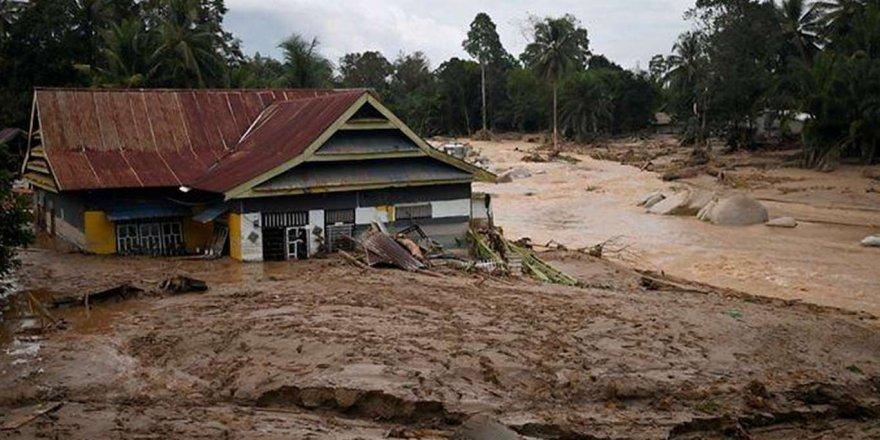 Endonezya'da şiddetli yağışlar sele neden oldu