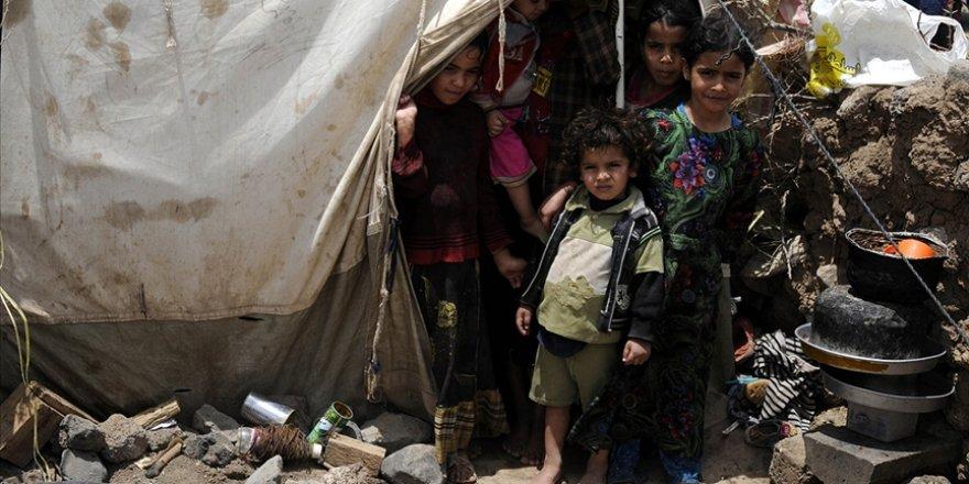 Yemen'de 7 milyon çocuk her gece yatağa aç giriyor