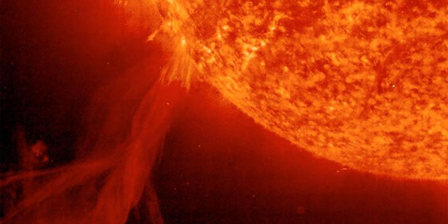 Dünya'nın elektronik alt yapısını tehdit eden Güneş patlamalarının kaynağını ilk kez belirledi