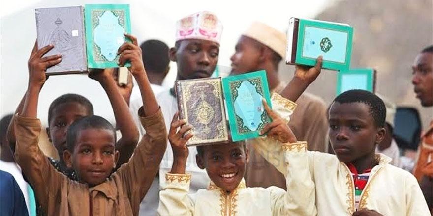 İzmir'den Cibuti'ye 30 bin Kur'an-ı Kerim gönderildi