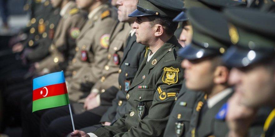 Azerbaycan ordusu, Dağlık Karabağ'daki savaşta 2 bin 855 şehit verdi