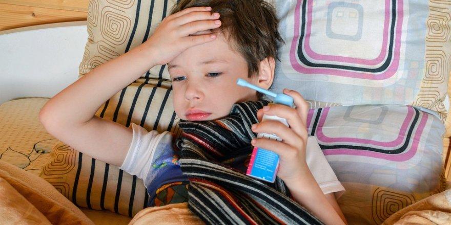 Okul çocuğu yılda en az 4 en fazla 11 kez hasta olabilir