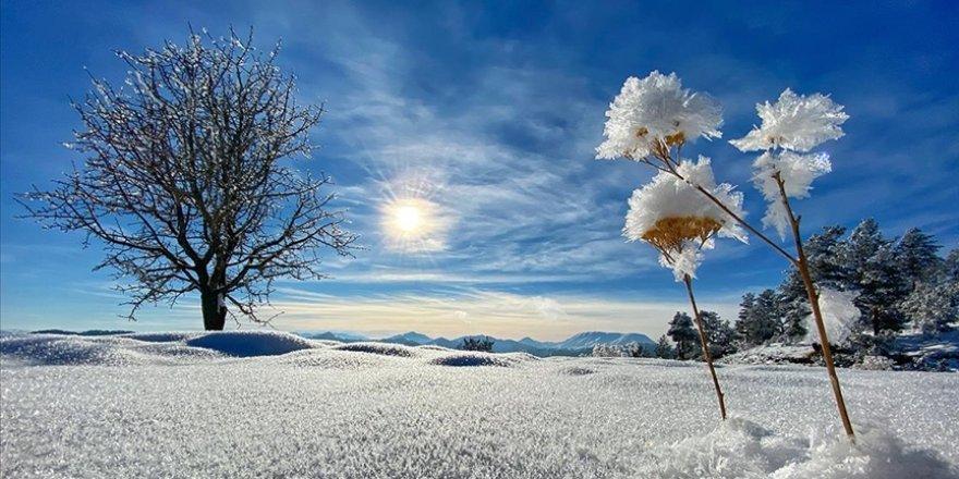 Erzurum'daki Dipsiz Göl soğuk hava nedeniyle buz tuttu