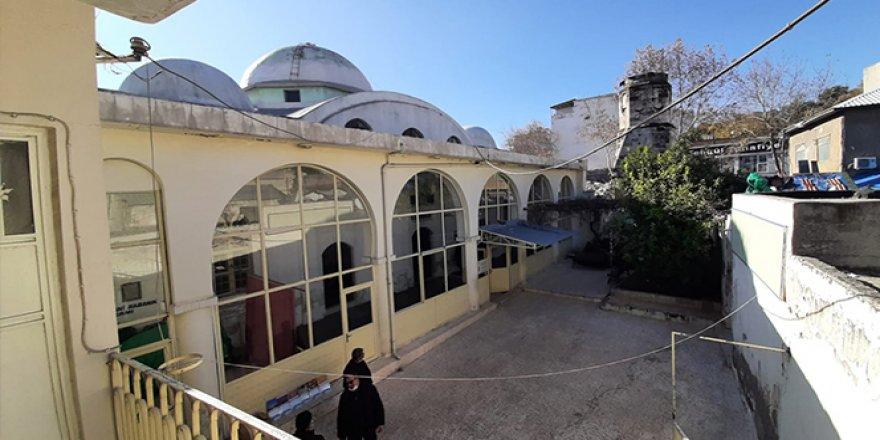 Restore edilecek Çarşı Camii'nde son namaz kılındı