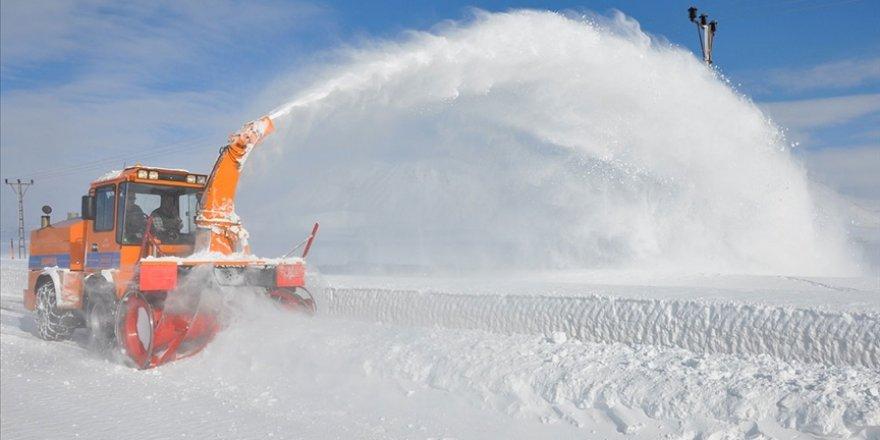 Karayolları ekiplerince karla mücadele çalışmaları aralıksız sürdürülüyor