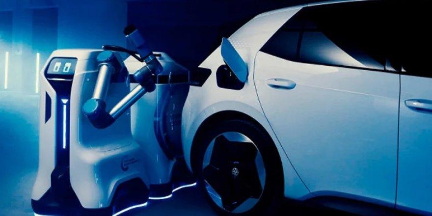 Volkswagen, elektrikli otomobilleri şarj edecek robotunun nasıl çalışacağını gösterdi