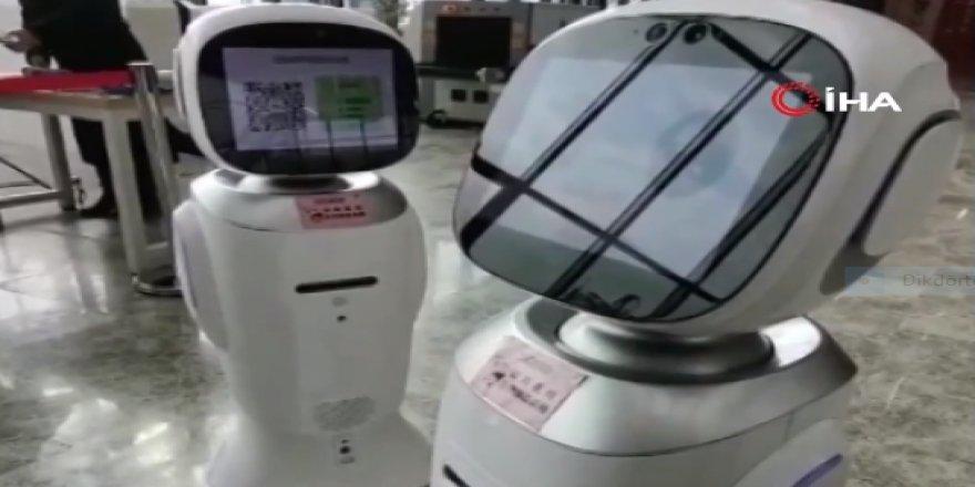 Çin'de tartışan robotlar izleyenleri güldürdü