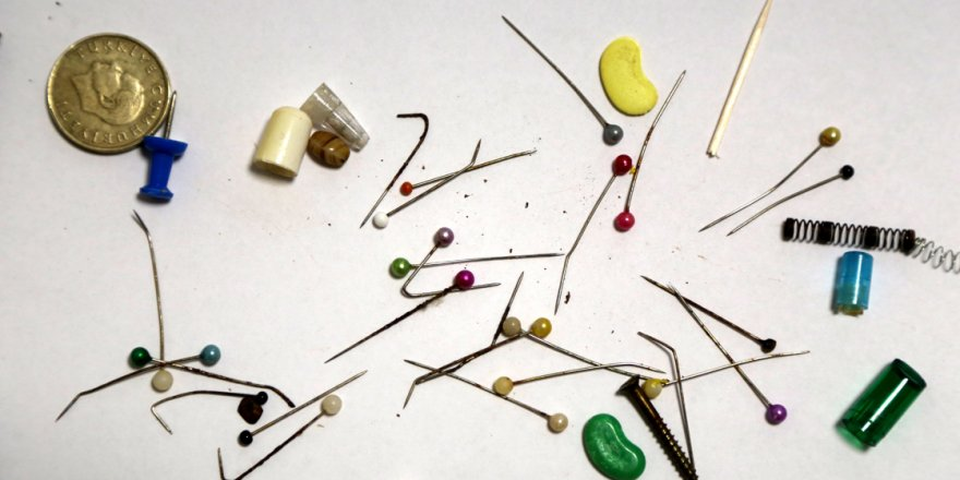 Göğüs cerrahının yanlışlıkla yutulan cisimlerden oluşan koleksiyonunda toplu iğneler başı çekiyor