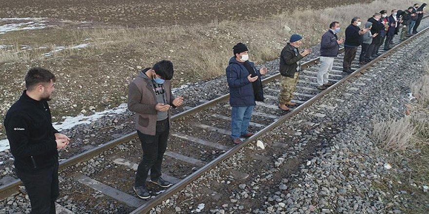 Erzurum'da köylüler 'kar' duasına çıktı