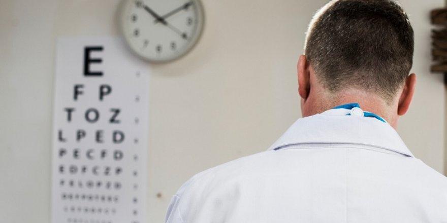 Sarı nokta hastalığı olan kişilere akıllı mercek takılmamalı