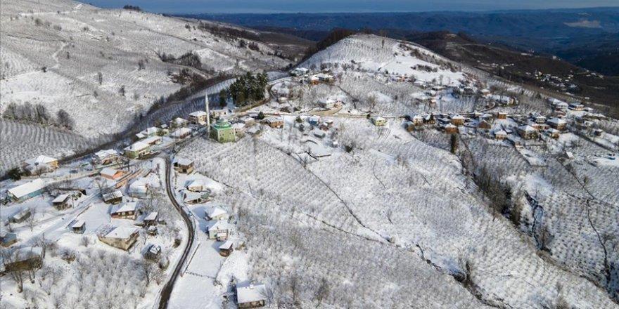 Sakarya'da karla kaplanan Çam Dağı'nda görsel şölen