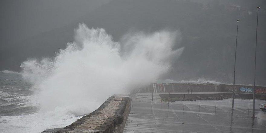 Karadeniz'de fırtına etkili oluyor