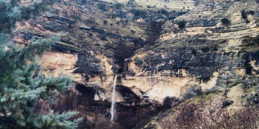 Sağanak yağış ile Kişnikar Şelalesi aktı, Tağar Çayı coştu