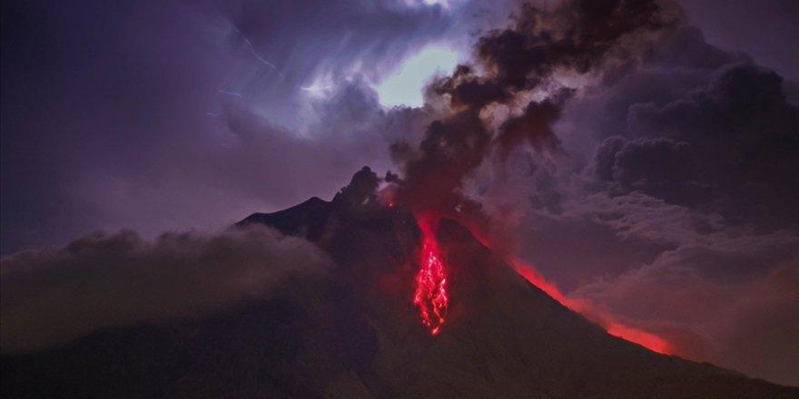 Endonezya'da Sinabung Yanardağı'nda patlama: Turuncu alarm verildi