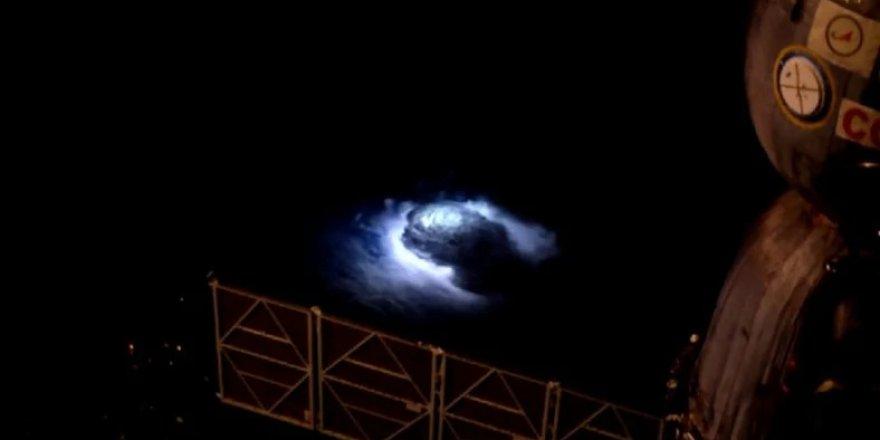 Bilim insanları, gök gürültülü havalarda Dünya'nın üzerinde neler yaşandığını gözlemledi