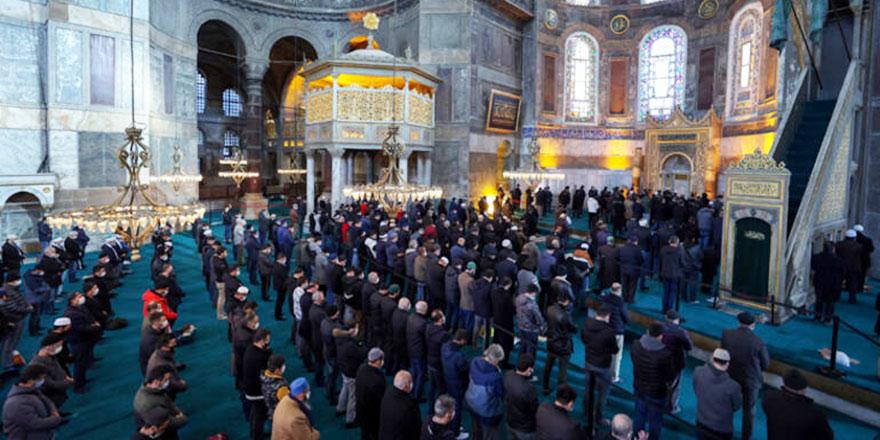 Suriye'de vefat eden Osmanlı Hanedanı için Ayasofya'da gıyabi cenaze namazı kılındı