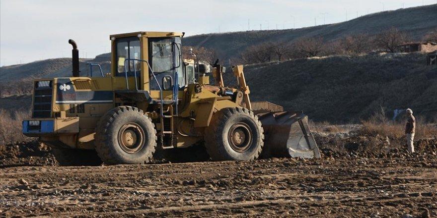Tarıma elverişsiz arazi, topraksız sera yatırımıyla katma değer üretecek