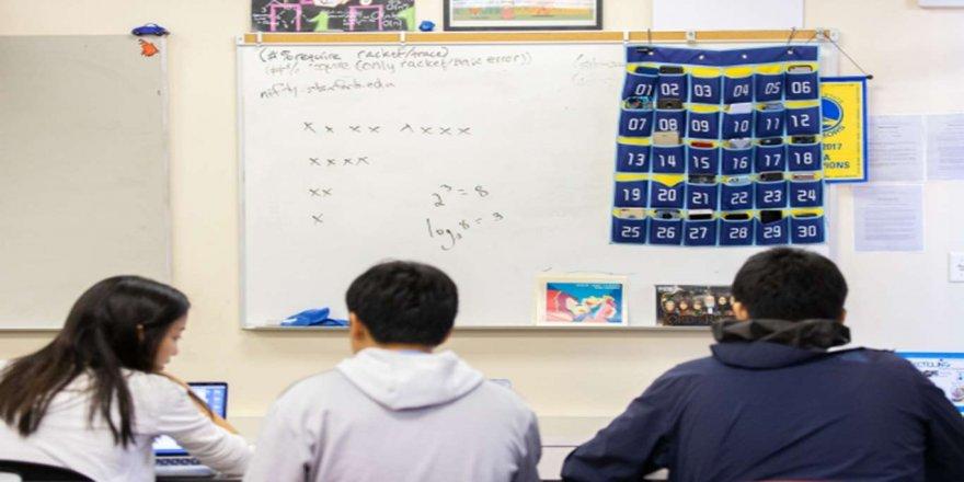 Çİn'de internet ve oyun bağımlılığıyla mücadele amacıyla okullarda cep telefonu yasaklandı