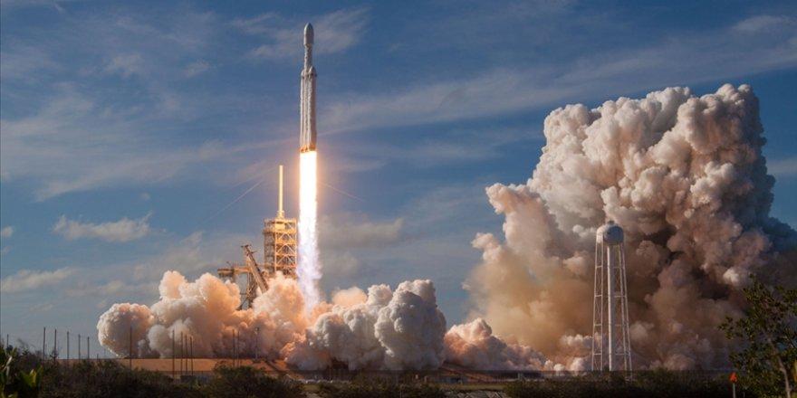 SpaceX tarihi uçuşu başladı