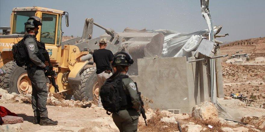 İsrail Batı Şeria'da Filistinlilere ait 3 evi yıktı, 12 Filistinli sokakta kaldı