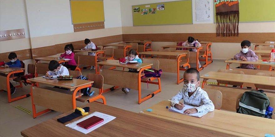 Bakan Ziya Selçuk canlı sınıf uygulamasının yaygınlaştırılacağını duyurdu