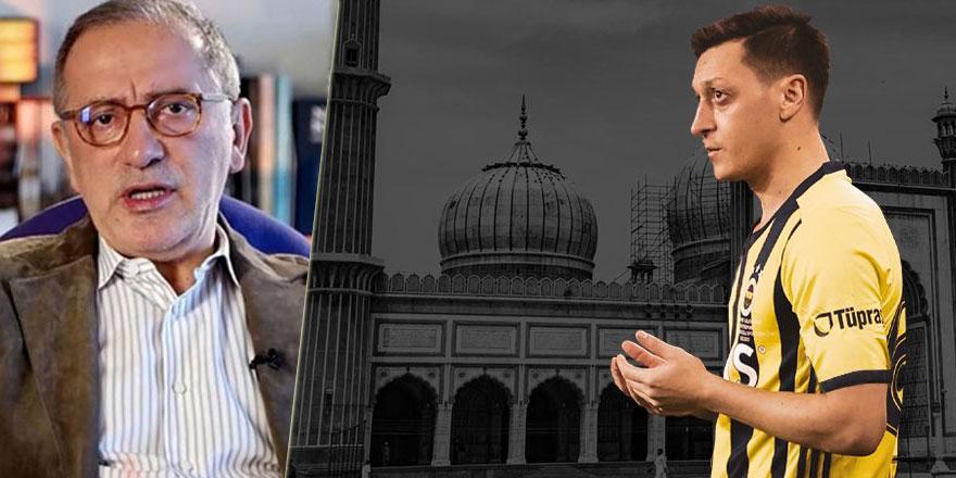 Mesut Özil'in Cuma mesajından rahatsız olan Fatih Altaylı namaz kılan futbolcuları kovmuştu