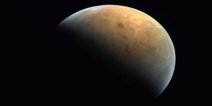 BAE, uzay programı kapsamında Mars'tan ilk fotoğrafını paylaştı