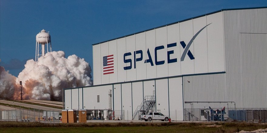 NASA, astronotları Ay'a indirecek kapsülün inşası için SpaceX'i seçti