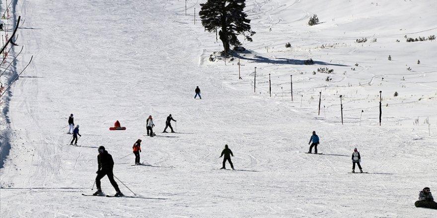Kayak merkezlerinde en fazla kar kalınlığı Kartalkaya'da ölçüldü