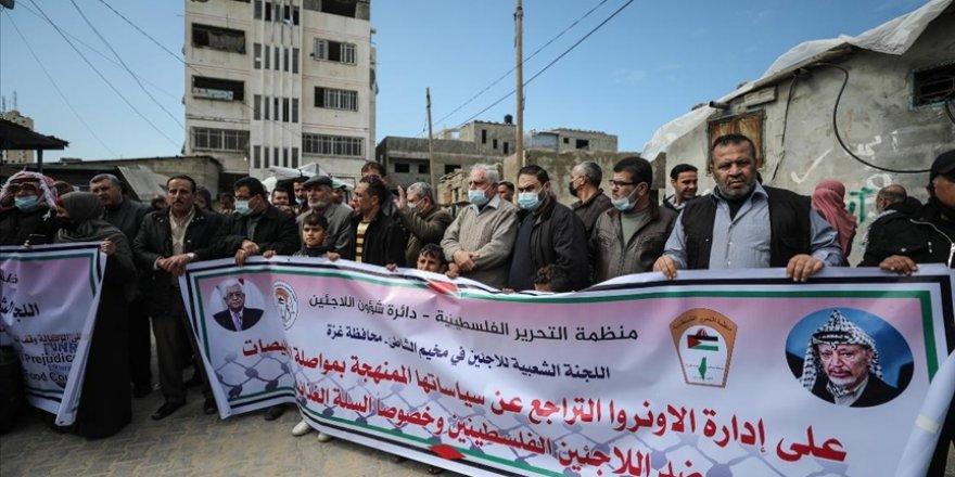 UNRWA'nın mültecilere eşit gıda dağıtma kararı Gazze'de protesto edildi