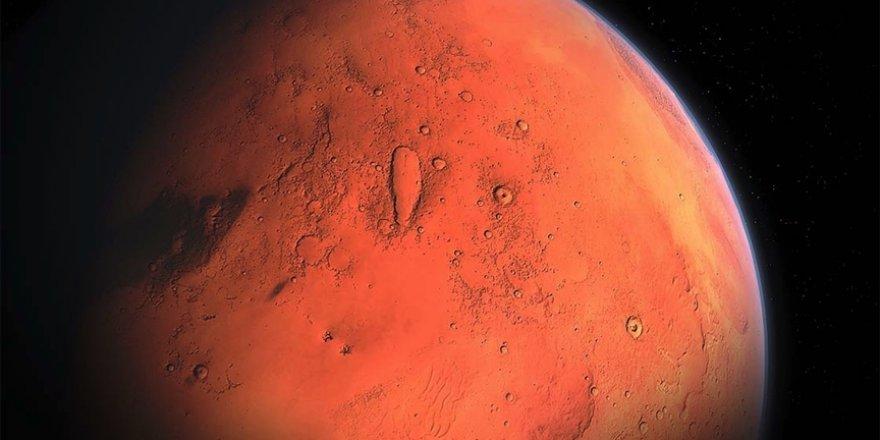 Mars'ın uyduları Phobos ve Deimos muhtemelen bir zamanlar tek bir cisimdi