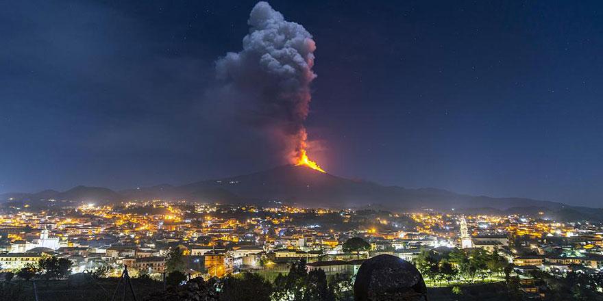 Etna Yanardağı'nda son 8 günde 6 kez lav püskürdü