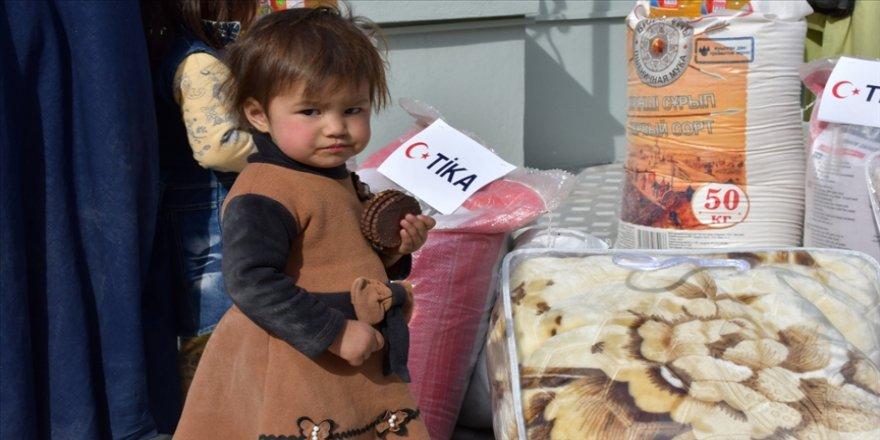 TİKA, Afganistan'daki savaş mağduru Türkmen ailelere gıda ve battaniye yardımı yaptı