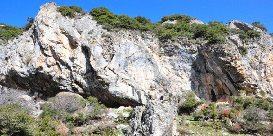 Spil'deki iki mağara turizme kazandırılacak