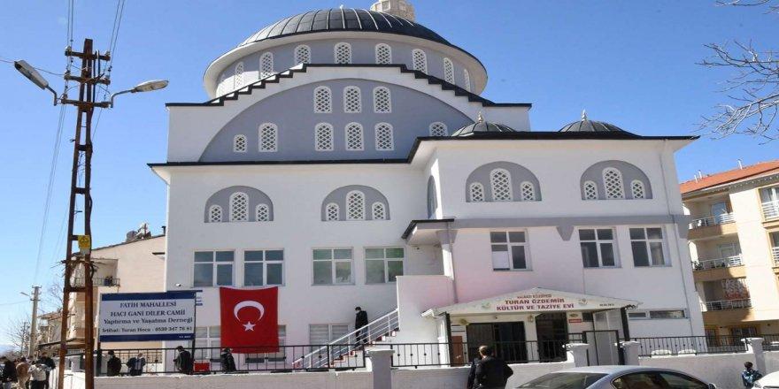 Adıyaman'da yapımı tamamlanan Haci Gani Diler Camii dualarla ibadete açıldı